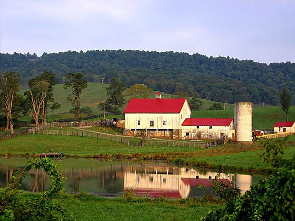 Reflecting Barn: Farm reflections in Virginia