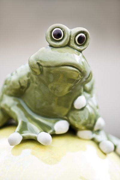 Funny frog: frog statuette