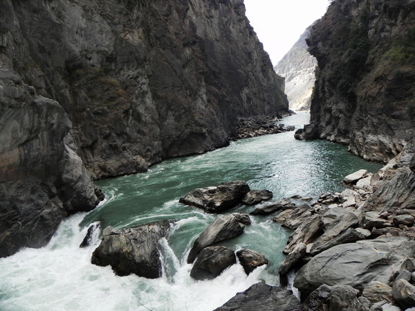 Yangtze River canyon: Tiger Leaping Gorge, China