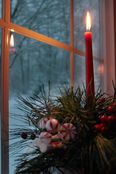 christmas_candle_in_window-05b: