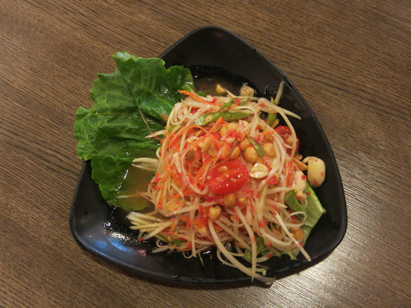 Fresh Thai papaya salad: Fresh spicy Thai papaya salad.