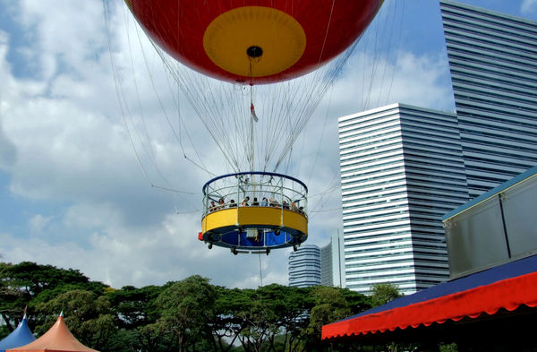 up, up on high7: second largest tethered helium balloon in the world - Singapore 2006-2008 - up to 180 metres/48 stories high