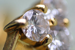 diamonds are forever a pain: diamonds are forever a pain...  here's a macro shot...