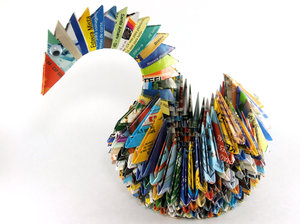 Colorful Swan: A colorful Swan made with modular origami.