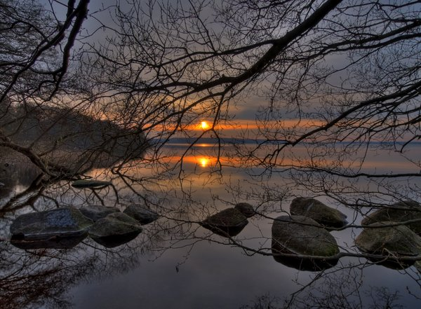 Lake'n sun: Sunset in a forrest lake. The picture is HDR using nine images