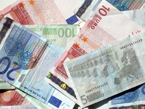 euros background: none