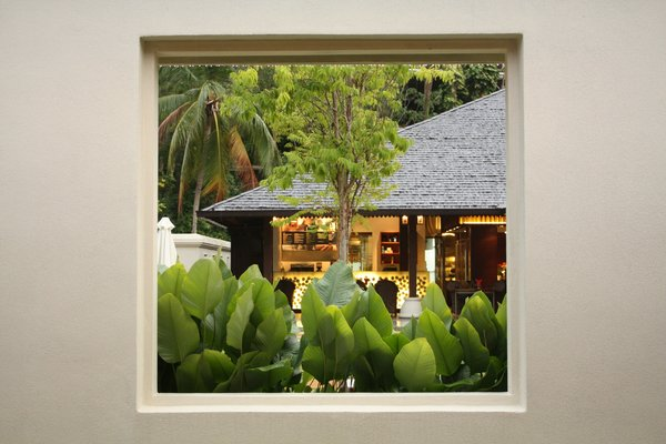 Looking Through The Wall Frame: Lovely view of the restaurant through a wall frame on an island resort