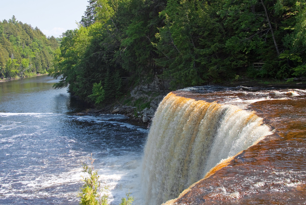 Tahquamenon Falls: The water falls in Tahquamenon Falls State Park in Michigan, USA