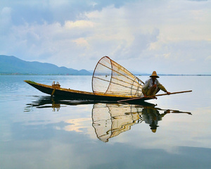 Fisherman at work: Inlay's traditional fisherman working in his boat.Try it as a wallpaper for your Windows desctop.