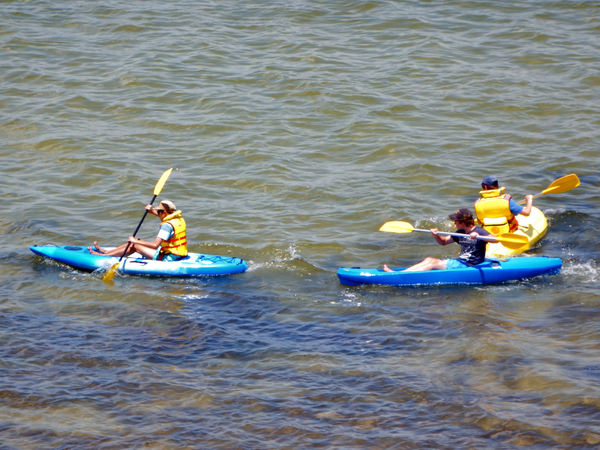 kids in canoes1