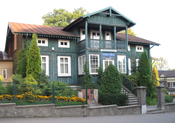 Wooden house: A wooden house in Busko-Zdrój, now a gallery. 2010.