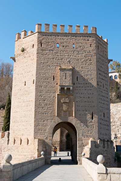 Fortified gatehouse: A fortified gatehouse on the far end of the Alcantara bridge in Toledo, Spain.