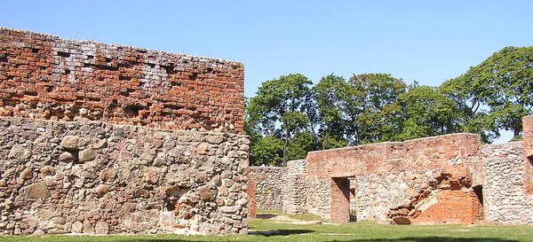 A castle ruins in Szczytno.: The remains of the castle in Szczytno / Ortelsburg. It was founded around 1350 by Ortolf von Trier, a knight of the Teutonic Order and the Komtur of Elbing (1349-1371).  The town grew in size owing to its location on a trade route from Warsaw to Königsbe
