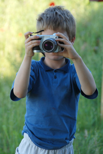 Young photographer 2: 7 year old boy by learning photography with digital camera