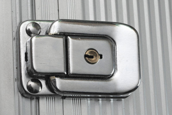 Lock of metal box 3: Aluminium case locker