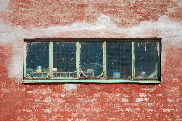 Old Windows: Old and decayed windows.