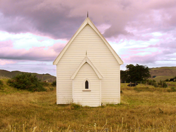 Presbyterian Church: Disused country church from 1886, Kohekohe, New Zealand. This is the front of the church.
