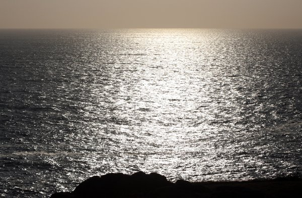 Horizon line: Golden ocean