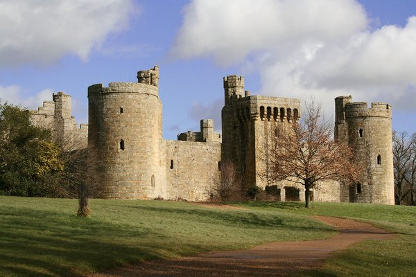 Bodium Castle, Kent 2: Fine day in February and I visited Bodium Castle in Kent.  Bodiams main claim to fame is its great medieval military fortress, the last to have been built in England. This moated fairytale castle was built by Sir Edward Dalyngrigge between 1385 and 1390 a