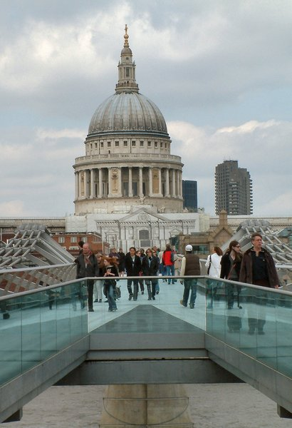 Millenium Bridge and St Pauls : No description