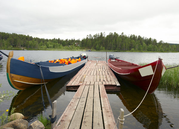 Boats in Lemmenjoki: Boats waiting for tourist in Lemmenjoki National Park, Lappland, in Finnland