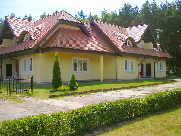 Yellow Villa: Beautifull big house with yellow walls and red roof
