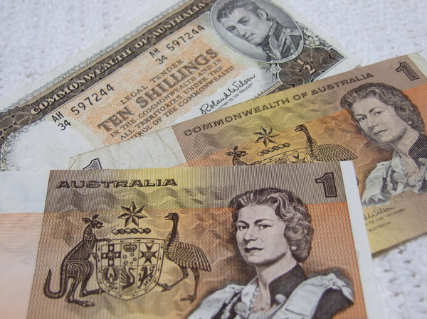 Australian old currency: old Australian currency - $1 notes 10/- (ten shilling) note