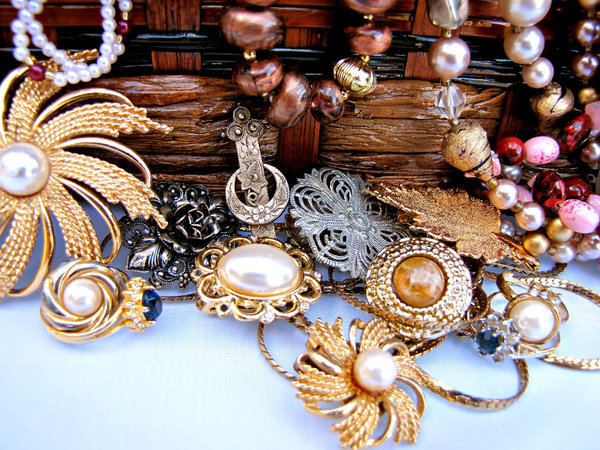 treasure chest: small chest of necklaces - costume jewellery - baubles and beads