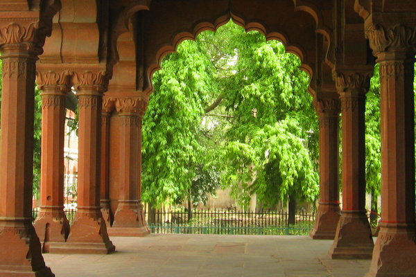 Arches 1: Arches in the 17th century Diwan-é-aam (Mughal emporer's court for common man) inside the Red Fort of Dehi, India.