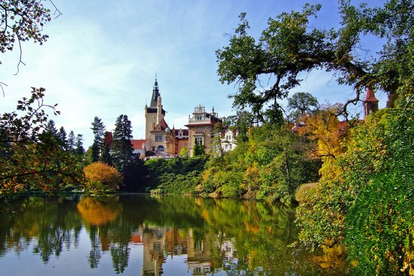 mirror castle: nice castle near prague with huge park