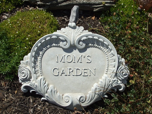 Mom's Garden Plaque: No description
