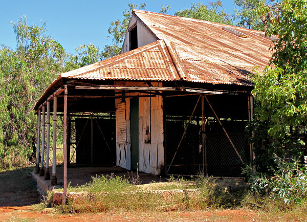abandoned rusty bush shed: old abandoned rusty bush shed