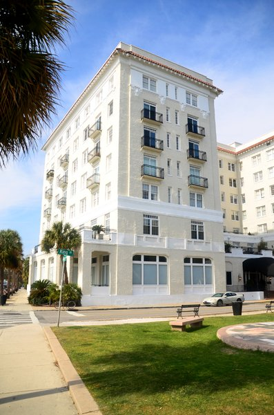 Apartment: Apartment building in Charleston, South Carolina