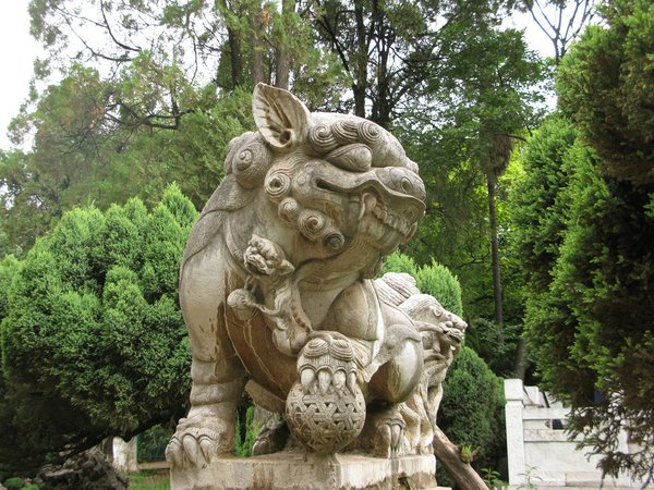 chinese guardian dog statue