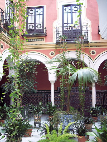 Patio Andaluz: Andalusian patio in Seville - Spain