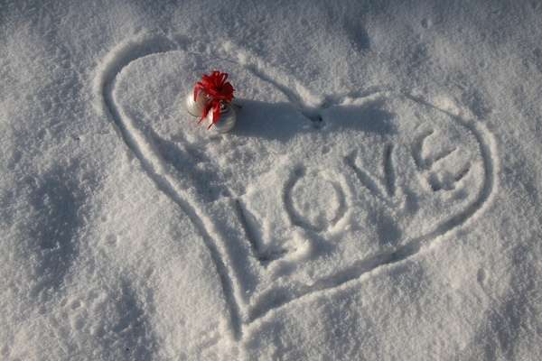 Christmas love 2: Christmas baubles in a snow heart with love