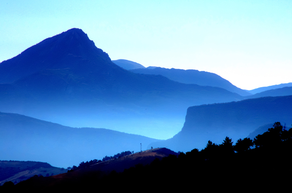Blue Mountain: Morning view from La Palud-sur-Verdon, France