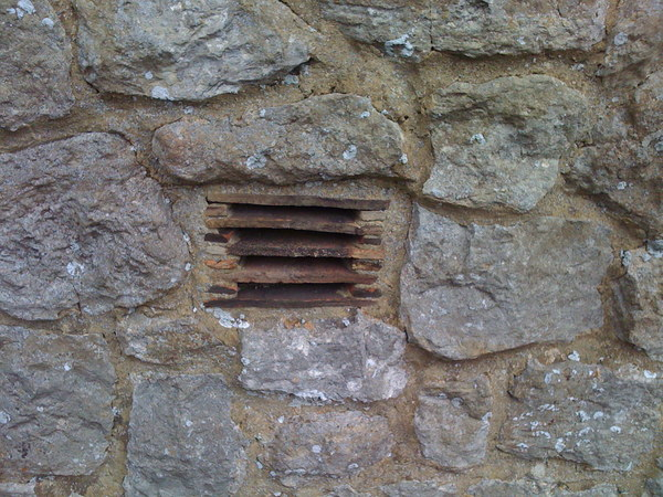 Air brick: Cavity ventilation detail to stone walled house