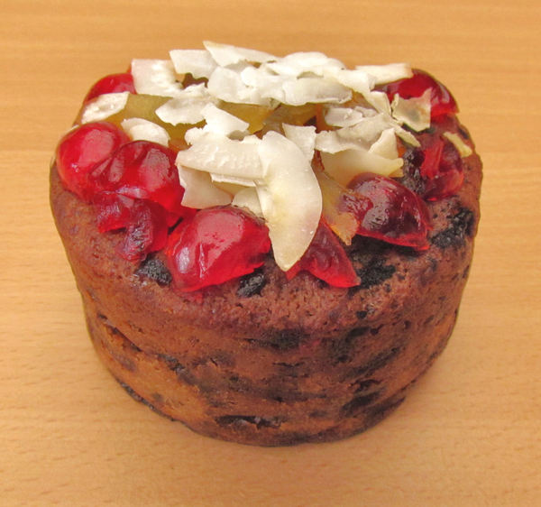 Christmas pudding1: tasty decorated Christmas fruit pudding