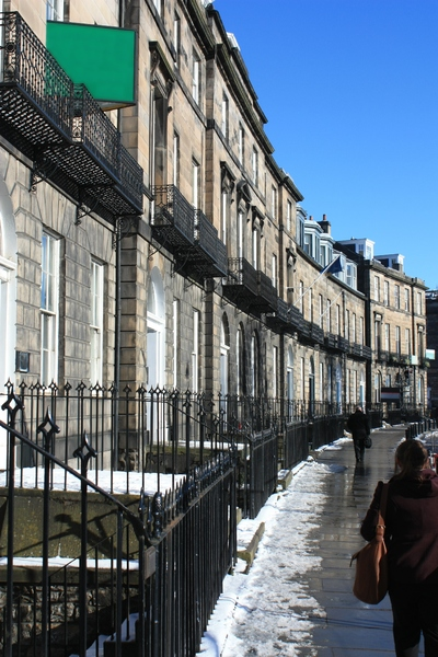 Edinburgh Terrace: View of classic Georgian curved terrace in Edinburgh (Coates Crescent)