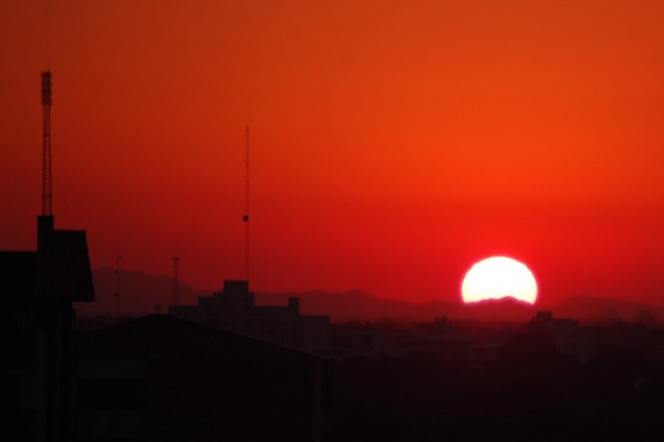 Strange sunset: Sunset fro my new home in a new city