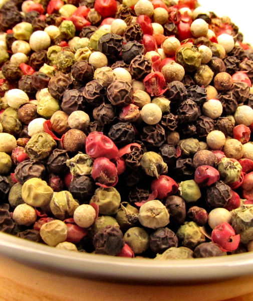 bowl of mixed peppercorns3