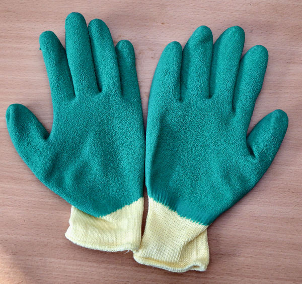 rubberised textured gloves