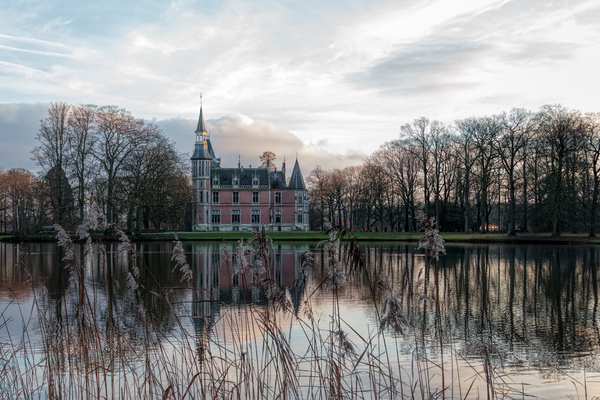 Castle in Aartrijke (Belgium): A picture of the castle of Aartrijke (Belgium) with nice reflections in the water.