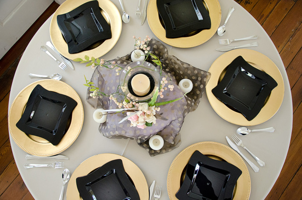 Place settings: Place settings at a restaurant