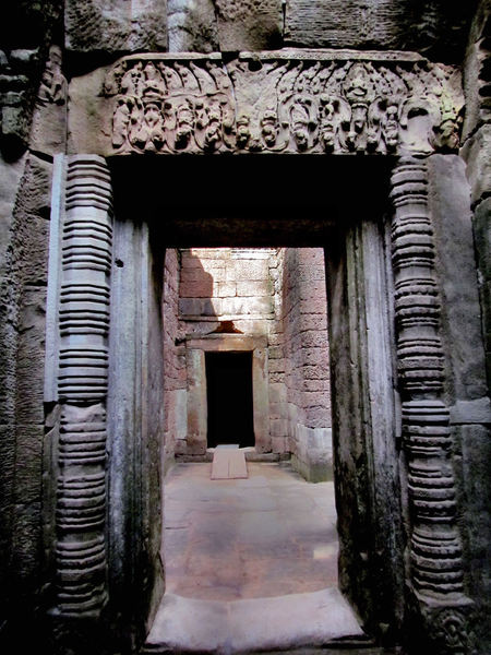 temple passageway4: passage ways in ancient Angkor temple