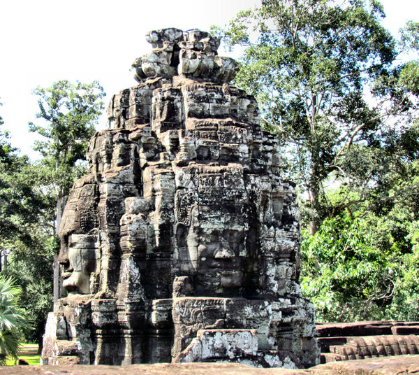 ancient angkor faces4