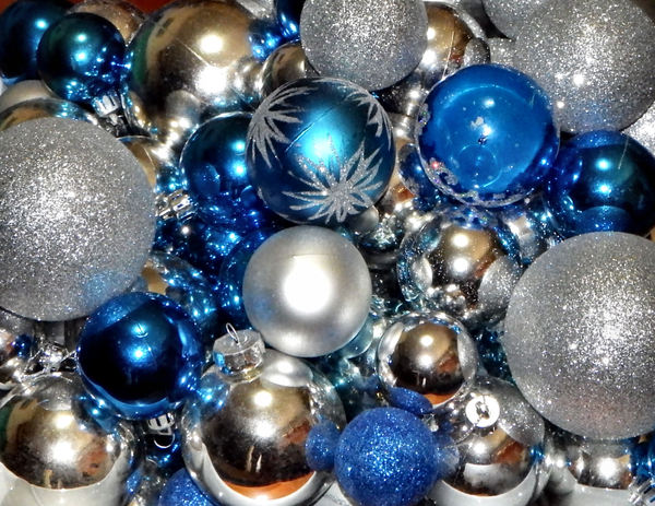 Christmas baubles1