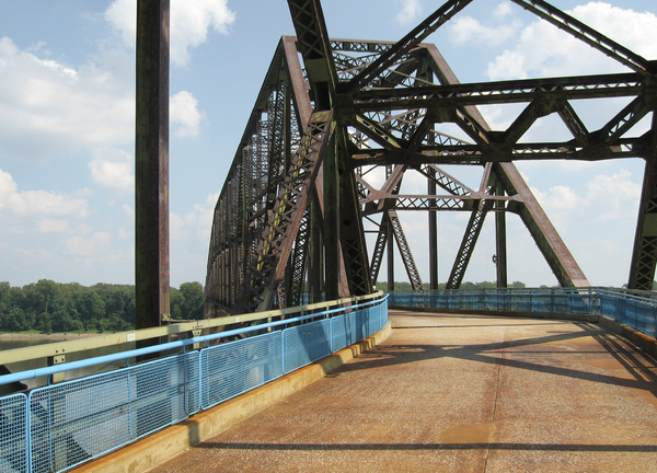 Chain bridge: The old Chain of rock bridge on the old route 66 at St Louis, USA