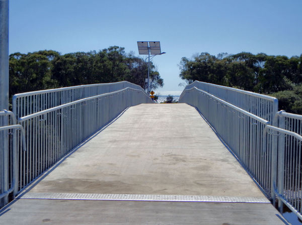 foot & cycle bridge3